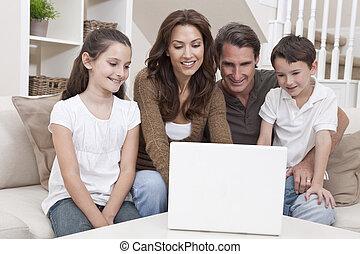 famille, sofa, ordinateur portatif, maison, utilisation, heureux