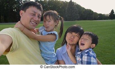 famille, soi, téléphone, asiatique, confection, portrait, heureux