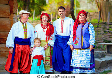 famille, ukrainien, costumes, traditionnel, portrait, heureux