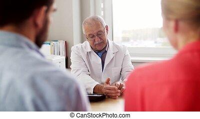 famille, visiter, couple, docteur, clinique, planification