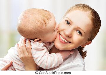 family., alegre, madre, bebé, besar, feliz