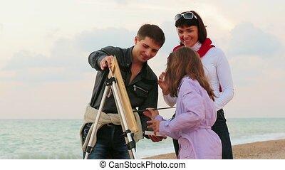 Family Draws On The Sea