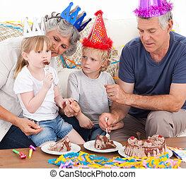 Family eating the birthday cake