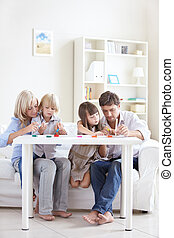 Family idyll - Parents with children at home draw