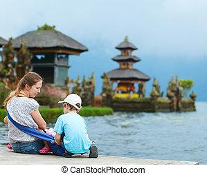 Family in Bali - Family enjoying views of beautiful Bali ...