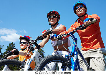 Family on bicycles - Portrait of happy family on bicycles ...