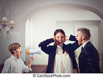 Family quarrels - Quarrels and screams at home among family