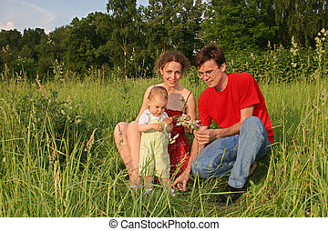 family with baby on meadow (autoshoot)