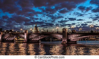 famos, most, w nocy