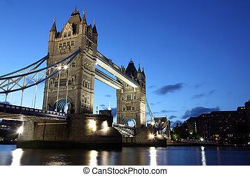 famoso, y, hermoso, tarde, vista, de, puente de torre, londres, reino unido