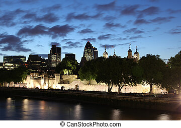 Famous and Beautiful Night view to London Tower and The...