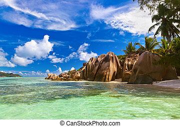 Famous beach Source d'Argent at Seychelles - Beach Source d'...