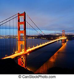 Golden Gate Bridge, San Francisco - famous Golden Gate...