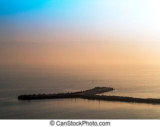 fantástico, hermoso, paisaje marino de la puesta del sol, con, el, línea horizonte, disappears, en, el, fog., imagen, exposiciones, un, agradable, grano, patrón, en, 100 por ciento