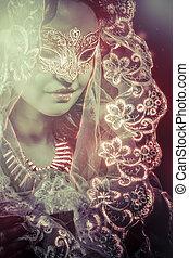 fantasia, vergine, donna, in, velo, e, vestito nero, con, maschera veneziana, regina