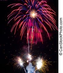 fantastico, colorito, fireworks, con, nero, copyspace, perfetto, per, il, anno nuovo, giorno indipendenza, o, altro, celebrazioni