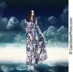 fantasy., luxuoso, mulher, em, variegou, vestido, sobre, céu azul