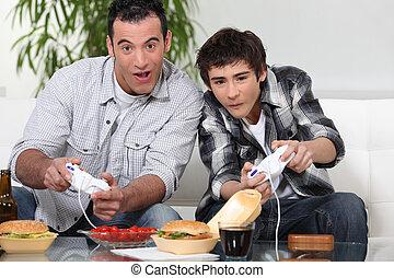 far søn, spille computer boldspil, og, nydelse, junk mad