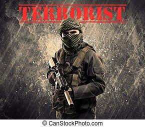 farlig, maskerat, och, beväpnat, man, med, terrorist, underteckna, på, grungy, bakgrund
