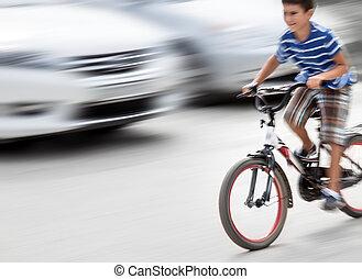 farlig, stad schackrande, läge, med, a, pojke, på, cykel