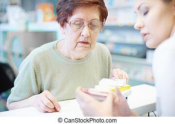 farmaceuta, starsza kobieta, checkout, biurko