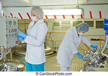 farmaceutische industrie, arbeider, fabriek