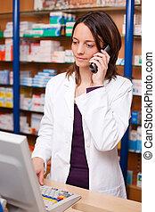 farmacista, usando, telefono cordless