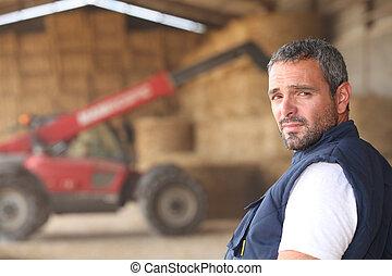 farmer, feltevő, előtt, egy, traktor