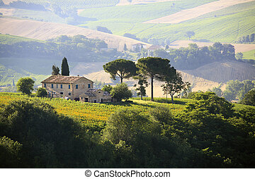 farmhouse in Italian countryside