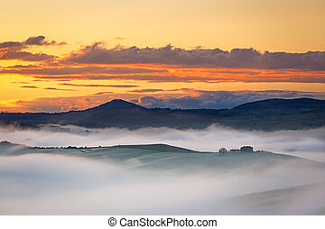 Farmhouse near in Val d'Orcia at foggy dawn, Tuscany, Italy
