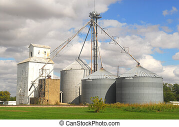 Frming silos along historic Route 66 in Illinois