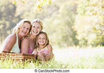 farmor, med, vuxen, dotter, och, barnbarn, på, picknicken
