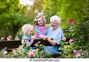 farmor, och, lurar, sittande, in, ro, trädgård