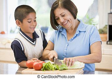 farmor, och, sonson, förberedande, måltiden, tillsammans