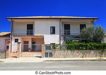 fasad, av, fäkta, vit, two-story, stuga, med, trädgård, och,...