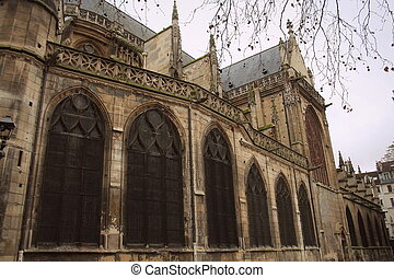 Fasade of the Church of Saint Merri in Paris, France
