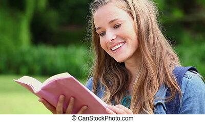 fasciner, livre lecture, femme, heureux