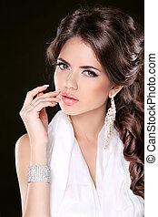 fascino, moda, ritratto donna, di, bello, brunetta, con, lungo, hair., gioielleria, accessories.
