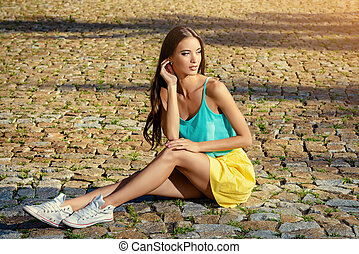 fashion casual - Attractive young woman in casual summer ...