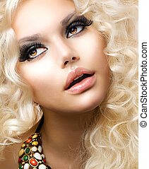 Fashion Girl With Healthy Long Curly Hair. Beauty Blonde Woman