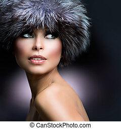 fashion., hermoso, niña, en, piel, hat., invierno, mujer
