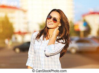 Fashion lifestyle portrait beautiful woman in the sunglasses...