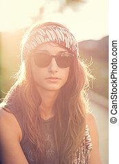Fashion lifestyle portrait of beautiful young woman -...