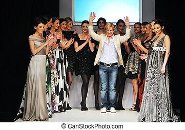 fasihon show designer at fashion show piste