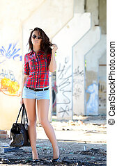 Fashion woman in sunglasses walking on the street