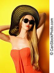 fashion yellow - Portrait of a stunning fashionable lady...