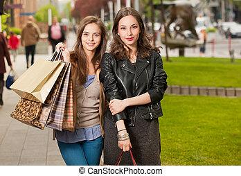 Fashionable shopping beauties. - Fashionable shopping...