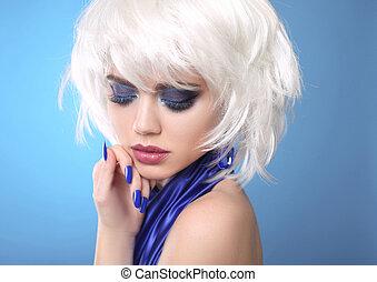 fason, blond, girl., biały, krótki, hair., piękno, makijaż, portret, woman., błękitny, manicured, nails., twarz, zamknięcie, do góry., hairstyle., fringe., moda, style.