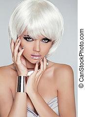 fason, blond, girl., piękno, portret, woman., biały, krótki, hair., odizolowany, na, szary, tło., twarz, close-up., hairstyle., fringe., moda, style.