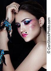 fason, brunetka, wzór, portrait., haircut., profesjonalny, makeup., fałszywy, eyelashes., purpurowy, charakteryzacja